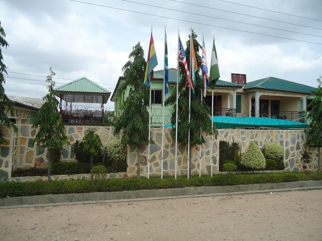 Dokua Royal Hotel